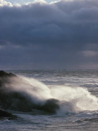 waves-crashing-on-a-shore