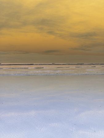 waves-crashing-onto-beach