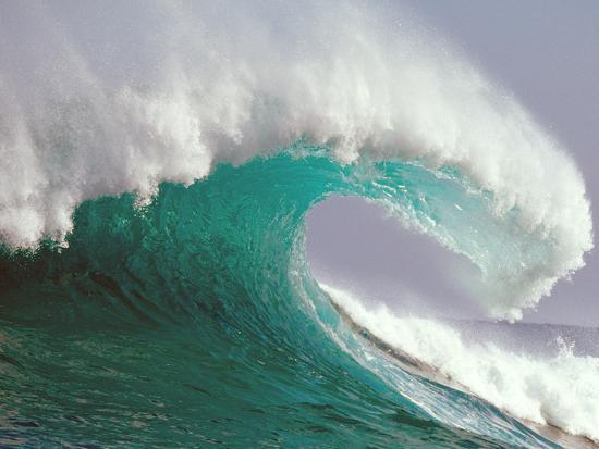 waves-splashing-in-the-sea
