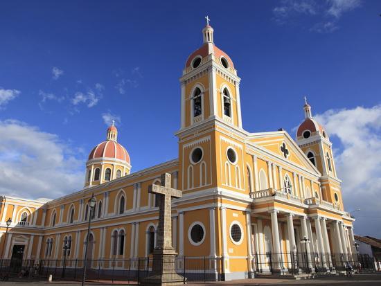wendy-connett-cathedral-de-granada-park-colon-park-central-granada-nicaragua-central-america