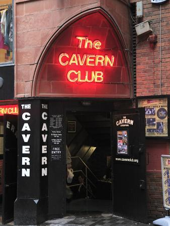 wendy-connett-cavern-club-mathew-street-liverpool-merseyside-england-united-kingdom-europe