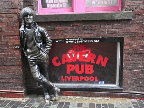 wendy-connett-john-lennon-sculpture-mathew-street-liverpool-merseyside-england-united-kingdom-europe