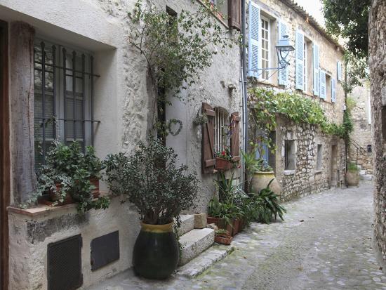 wendy-connett-st-paul-de-vence-medieval-village-alpes-maritimes-cote-d-azur-provence-france-europe