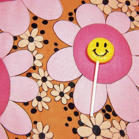 wendy-idele-happy-face-lollipop-on-retro-flowers