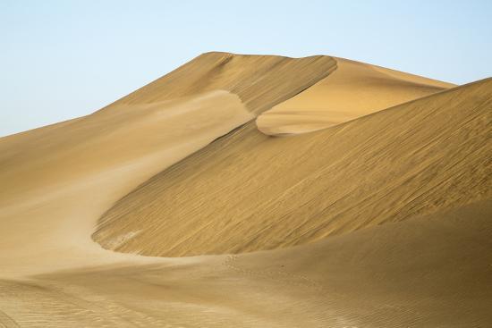 wendy-kaveney-namibia-namib-desert-pinwheel-pattern-on-sand-dunes