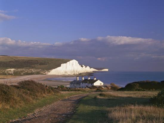 white-chalk-cliffs-of-the-seven-sisters-at-cuckmere-haven-seen-from-near-seaford-east-sussex
