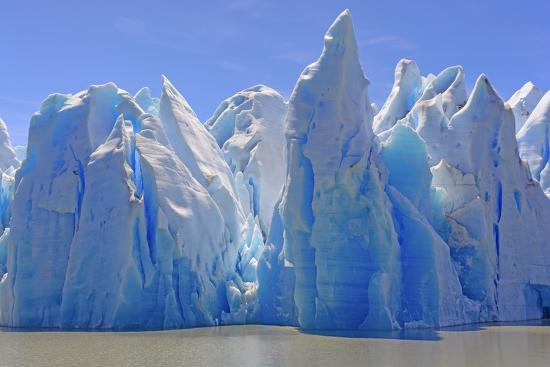 wildnerdpix-ice-castles-on-a-sunny-day-at-the-grey-glacier-in-torres-del-paine-national-park-in-patagonian-chi