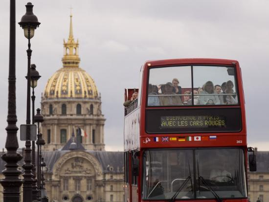 will-salter-open-top-tour-bus-on-pont-alexandre
