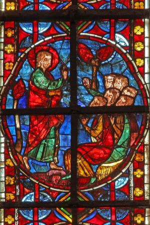 window-w210-depicting-st-james-with-a-group