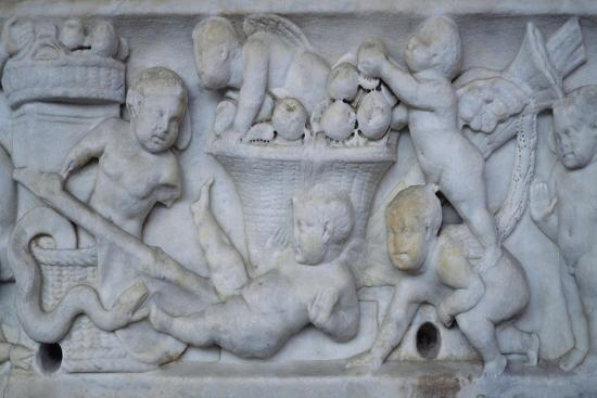 winged-geniuses-gathering-fruit-relief-from-roman-sarcophagus-tuscany-italy-ca-190