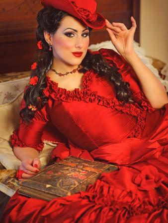 winter-wolf-studios-lady-in-red