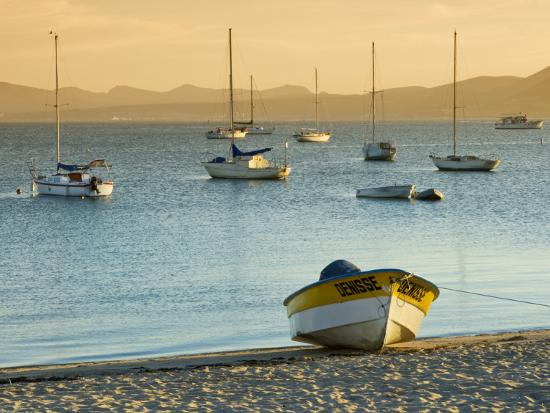 witold-skrypczak-boats-on-beach-at-sunrise-seen-from-the-malecon