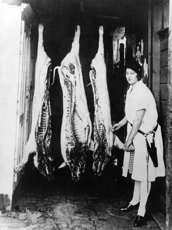 woman-butcher-1920s