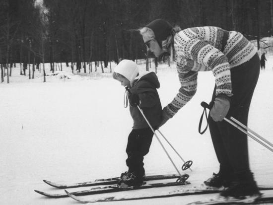woman-teaching-her-child-to-ski-during-the-ski-boom-in-stowe