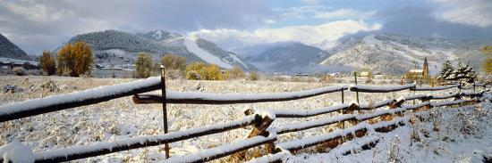 wooden-fence-covered-with-snow-at-the-countryside-colorado-usa