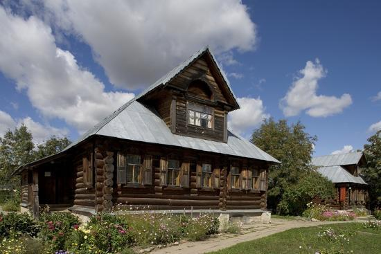 wooden-houses-traditional-buildings-kideksa-near-suzdal-russia