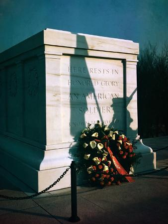 wreath-at-tomb-of-the-unknowns-in-virginia