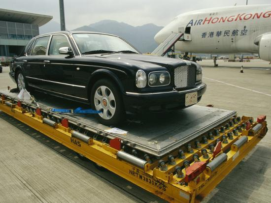 xpacifica-luxury-bentley-unloaded-from-an-airplane-at-chek-lap-kok-airport