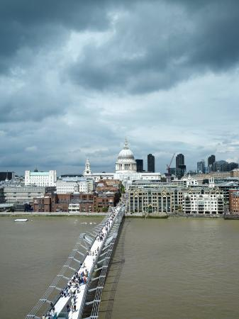 xpacifica-millennium-bridge-with-the-saint-paul-s-cathedral-in-background-england-london