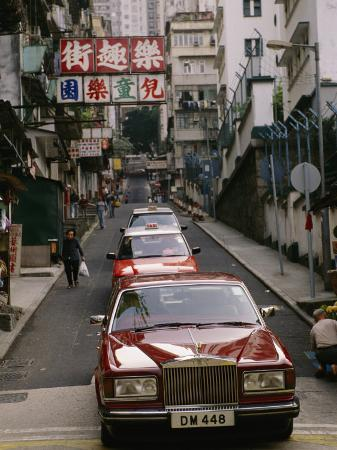 xpacifica-one-of-hong-kongs-many-rolls-royce-cars-in-central