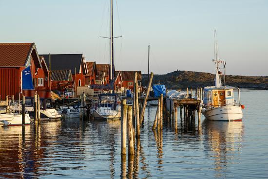 yadid-levy-boats-and-timber-houses-grebbestad-bohuslan-region-west-coast-sweden-scandinavia-europe
