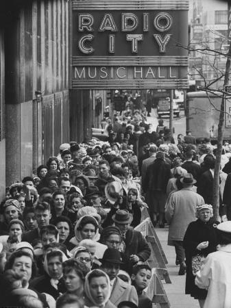 yale-joel-crowds-of-people-waiting-to-see-radio-city-music-hall-s-easter-show