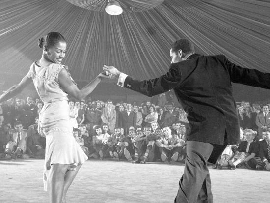 yale-joel-professional-dancers-performing-the-mambo