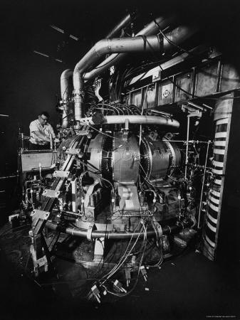 yale-joel-symmetrical-tokamak-research-device-for-controlled-thermonuclear-fusion-in-princeton-s-physics-lab