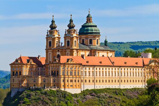 zechal-melk-famous-baroque-abbey-stift-melk-austria
