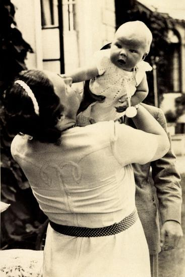 Prinzessin Juliana Mit Beatrix, Adel Niederlande--Giclee Print