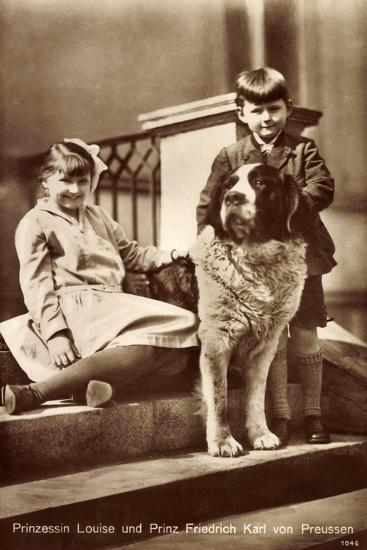 Prinzessin Louise Und Prinz Friedrich Karl Von Preußen Mit Bernhardiner--Giclee Print