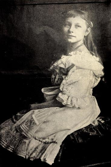 Prinzessin Viktoria Luise Von Preußen Sitzend--Giclee Print