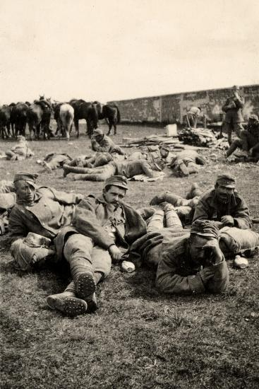 Prisoners in Transit Rest at Medeuzza During World War I-Ugo Ojetti-Photographic Print