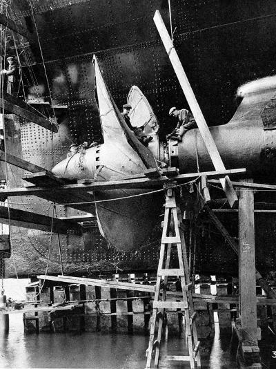 Propellor of R.M.S. Queen Mary, September 1934--Photographic Print