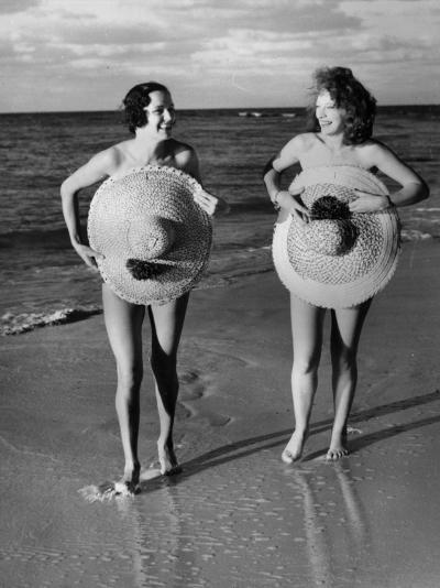 Protective Sunhats--Photographic Print
