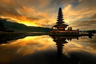 https://imgc.artprintimages.com/img/print/pura-ulun-danu-bratan-water-temple_u-l-q1046ol0.jpg?p=0