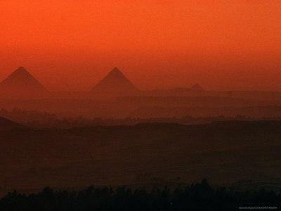 https://imgc.artprintimages.com/img/print/pyramids-at-giza-giza-plateau-egypt_u-l-p583360.jpg?p=0