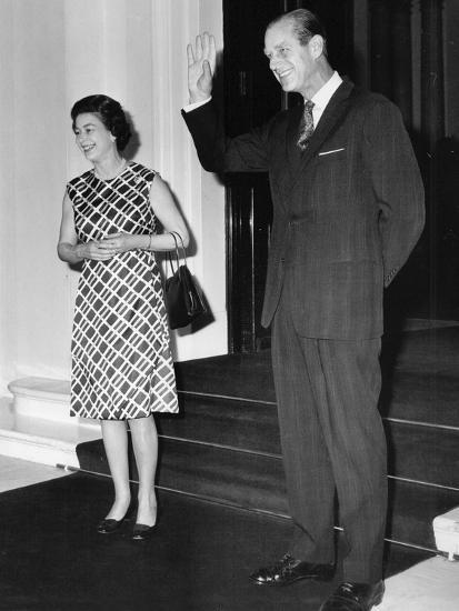 Queen Elizabeth II and Prince Philip hosting a state visit-Associated Newspapers-Photo
