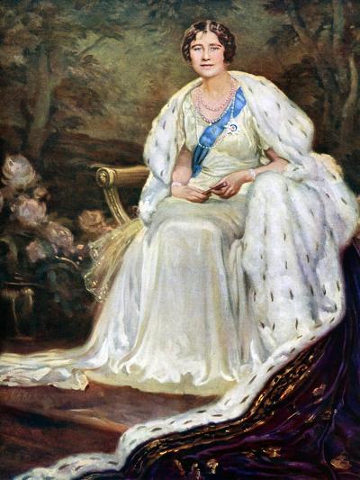 Queen Elizabeth in Coronation Robes, 1937--Giclee Print