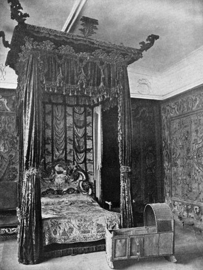 Queen Elizabeth's Bed, Haddon Hall, Derbyshire, 1924-1926--Giclee Print