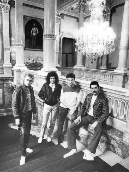 Queen in Vienna-Associated Newspapers-Photo