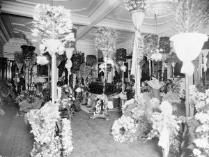 Queen Liliuokalani's coffin in the throne room at Iolani Palace, Honolulu, 1917