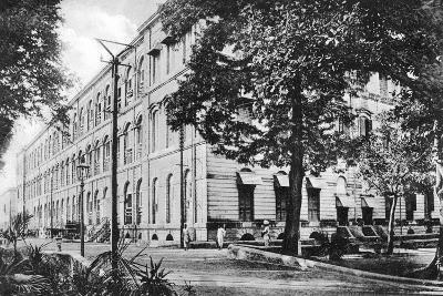 Queen's Barrack, Fort William, Calcutta, India, Early 20th Century--Giclee Print