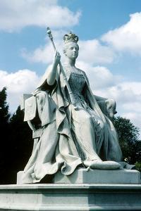 Queen Victoria Statue, Kensington Gardens