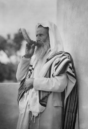 Rabbi Blowing the Shofar