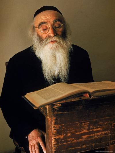Rabbi Reading the Talmud-Alfred Eisenstaedt-Photographic Print