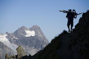 Austria, Tyrol, …tztaler Alpen, Wildspitze, Summit, Man, Mountainbike, Carries by Rainer Mirau