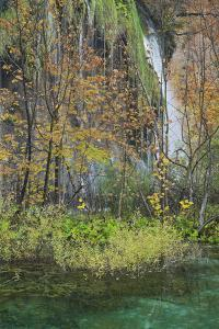 Croatia, Plitvice Lakes National Park, Waterfall, Lake by Rainer Mirau