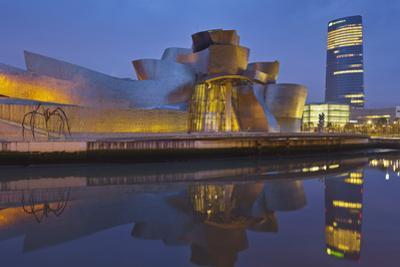Guggenheim (Museum), Rio Ibaizabal, Bilbao, the Basque Provinces, Spain by Rainer Mirau