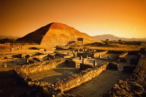 Teotihuacan's Pyramid of the Sun by Randy Faris